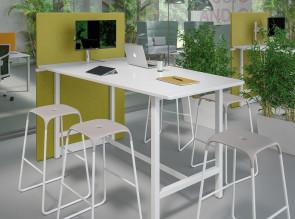 Table Multimedia haute, avec panneau acoustique et support écran Moove