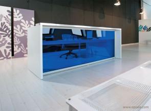Banque d'accueil EOS façade méthacrylate bleu transparent