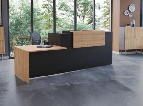 Banque d'accueil Fifty-Full, façade noire, parement et piètement et plateau PMR Timber.