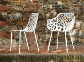 Chaise et fauteuil en aluminium blanc, collection Forest