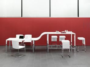 Composition table hauteur standard + plateau intermédiaire + table haute