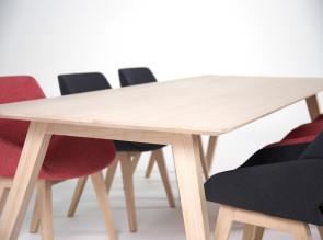 Table en bois Monk a l'esprit scandinave, chêne clair.