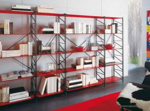 Rangement design Socrate avec étagères en verre rouge