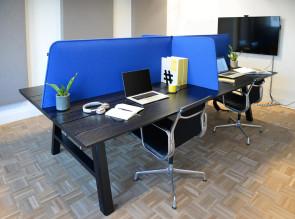 Création d'espaces individuels avec les écrans de séparation BuzziDesk Cross