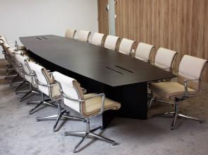 Table de réunion bois et fauteuils cuir Una