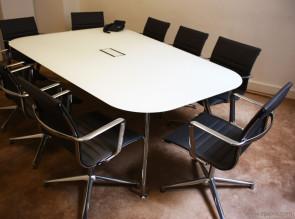 Table de réunion en verre dépoli Unitable et fauteuils Una en cuir noir