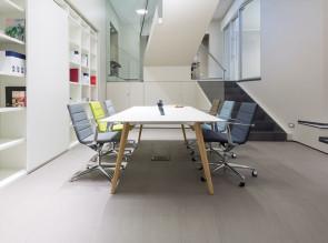 Table de réunion Bevel, pieds bois