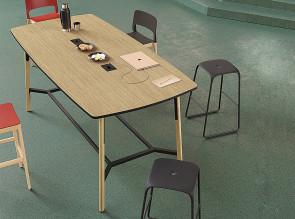 Table de réunion Nouvelle vague. Structure noire, pied bois/acier assorti