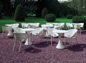 Tables outdoor Kissi Kissi par Miki Astori