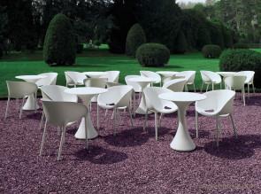 Tables outdoor Kissi Kissi par Miki Astori