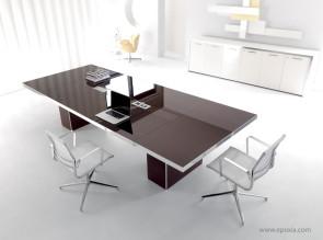 Table de réunion Wing en verre laqué moka, avec connectique centrale